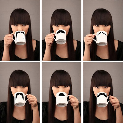 Moustaches et mini-mugs
